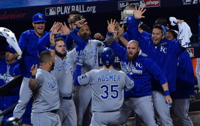 game-5-eric-hosmer-reacts-tie-game